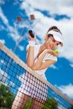 Hembra que juega a tenis Foto de archivo libre de regalías