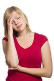 Hembra rubia que tiene un dolor de cabeza Foto de archivo