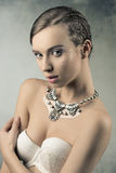 Hembra sensual con pelo-estilo de la trenza Imagen de archivo