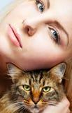 Hembra y gato Imagen de archivo libre de regalías
