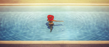 Hembras jovenes en sombreros en la piscina Imagenes de archivo