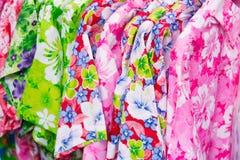 Hemd mit Blumenmuster Stockbilder