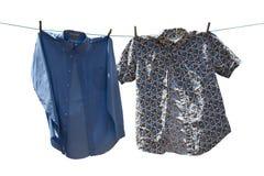 Hemden auf einer Zeile Stockbild
