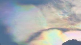 Hemel bij schemer met kleurrijk regenbogenlicht royalty-vrije stock afbeelding