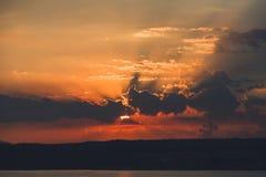 Hemel bij zonsopgang op het overzees Stock Afbeelding