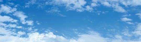 Hemel en het Panorama Cloudscape van Wolken Stock Fotografie