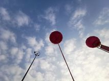 Hemel en van de Ballon Blauwe Hemel Witte Wolken royalty-vrije stock afbeeldingen