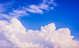 Hemel en witte wolken Royalty-vrije Stock Afbeeldingen