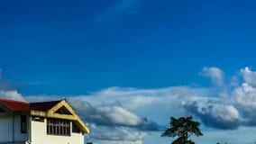 Hemel en wolken met blauwe hemel stock videobeelden