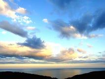 Hemel en wolken met zonstralen Stock Foto