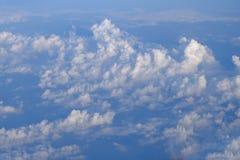 Hemel en wolken op vliegtuigmening Royalty-vrije Stock Foto's