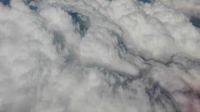 Hemel en wolken van vliegtuig stock afbeeldingen