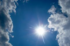 Hemel en zon stock fotografie