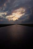 Hemel met donkere onweerswolken Stock Foto's