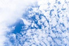 Hemel met groep wolken Stock Afbeelding