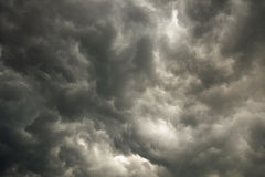 Hemel met onweers donkere wolken Royalty-vrije Stock Afbeelding