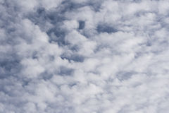 Hemel met witte wolken Stock Foto's
