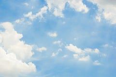 Hemel met witte wolken Stock Foto