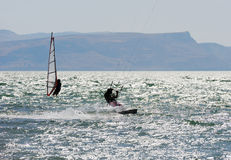 Hemel-surft en het surfen op meer Kinneret Royalty-vrije Stock Afbeelding