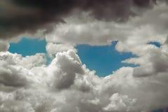 Hemel vóór onweersbui Stock Foto