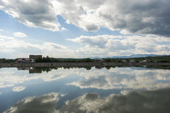 Hemelbezinning over water Stock Afbeeldingen