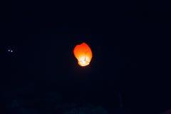 Hemellantaarns, vliegende lantaarns, drijvende lantaarns, luchtballonnen Stock Afbeeldingen