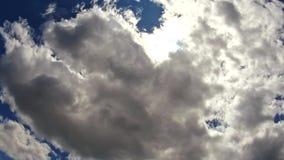 Hemelwolken, hemel met wolken en de stemming van de zonwolk met zon4k HD Video stock video