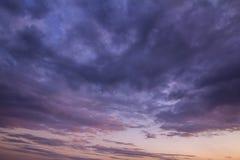 Hemelzonsondergang met wolken royalty-vrije stock foto