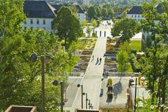 Hemer Sauerland, norr Rhen Westphalia, Tyskland - Maj 20 2011: Panoramautsikten på en parkera med många blommar och träd Arkivbild