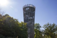 Hemer, Sauerland, Reno norte Westphalia, Alemanha - 16 de agosto de 2013: O bergturm icônico do ¼ da torre JÃ de Landesgartenscha fotografia de stock royalty free