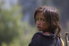 Hemlös fattig flicka royaltyfri foto