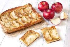 Hemlagad äppelpajefterrätt som är klar att äta Royaltyfri Fotografi