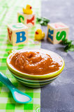 hemlagad babyfood royaltyfri bild
