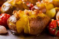Hemlagad bakad potatis Arkivbilder