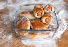 Hemlagad bakning enligt det traditionella familjreceptet royaltyfri bild
