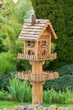Hemlagad birdfeeder Arkivbild