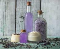 Hemlagad brunnsort med naturliga ingredienser, lavendel arkivbild