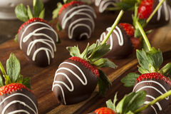 Hemlagad choklad doppade jordgubbar Royaltyfri Fotografi