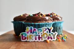 Hemlagad chokladmuffin med stänk Arkivfoton