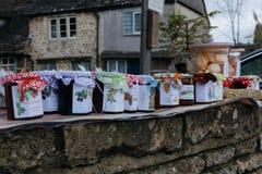 Hemlagad chutney, marmelad och driftstopp som är till salu i Lacock, England arkivbilder