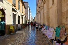 Hemlagad crotchettabell-kläder och doilies Royaltyfri Foto