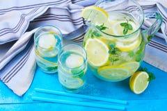 Hemlagad drink för lemonad arkivbild