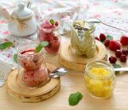 Hemlagad glass i glass krus Royaltyfria Bilder
