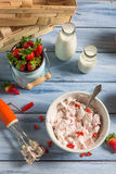 Hemlagad glass som göras med jordgubben Royaltyfria Bilder
