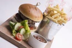 hemlagad hamburgare Fotografering för Bildbyråer