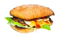 Hemlagad hamburgare som isoleras på vit bakgrund Royaltyfri Bild