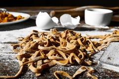 Hemlagad italiensk pasta Arkivbild
