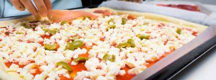 Hemlagad italiensk pizza Royaltyfri Fotografi