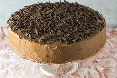 Hemlagad kaka för chokladvalnötfödelsedag royaltyfri bild