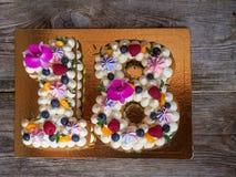 Hemlagad kaka i form av nummer arton Arkivbilder